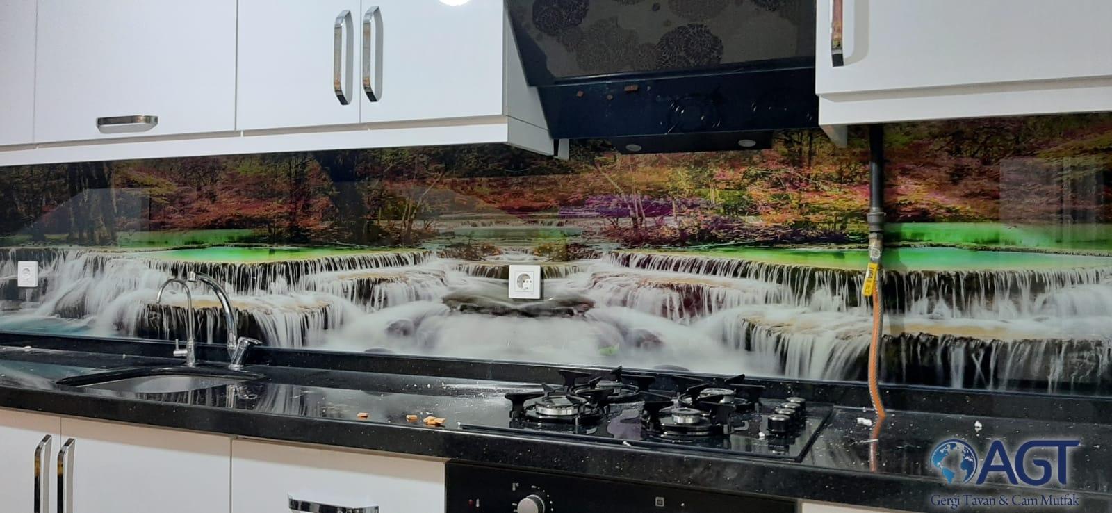 Mutfak tezgah arası cam montajı nasıl yapılır?